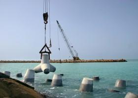 احداث موج شکن بندر صیادی گوگسر