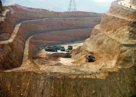 عملیات احداث چهار خطه محور قدیم فسا داراب در حد فاصل روستای دوگان تا انتهای گردنه دراکویه